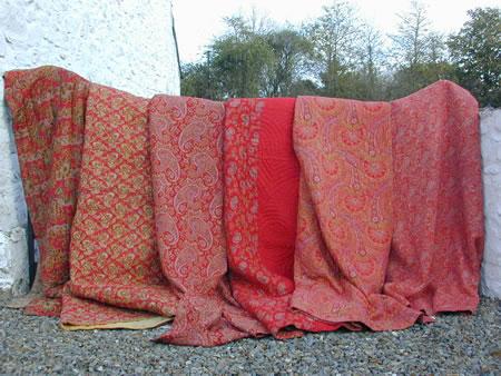 Welsh quilts, alle rood met een paisley-patroon