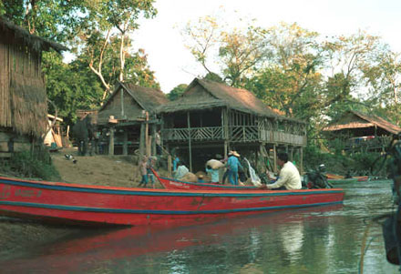 Karen dorp aan de Mae Kok rivier