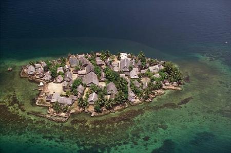 Kuna-dorp op een eiland - Handwerkwereld