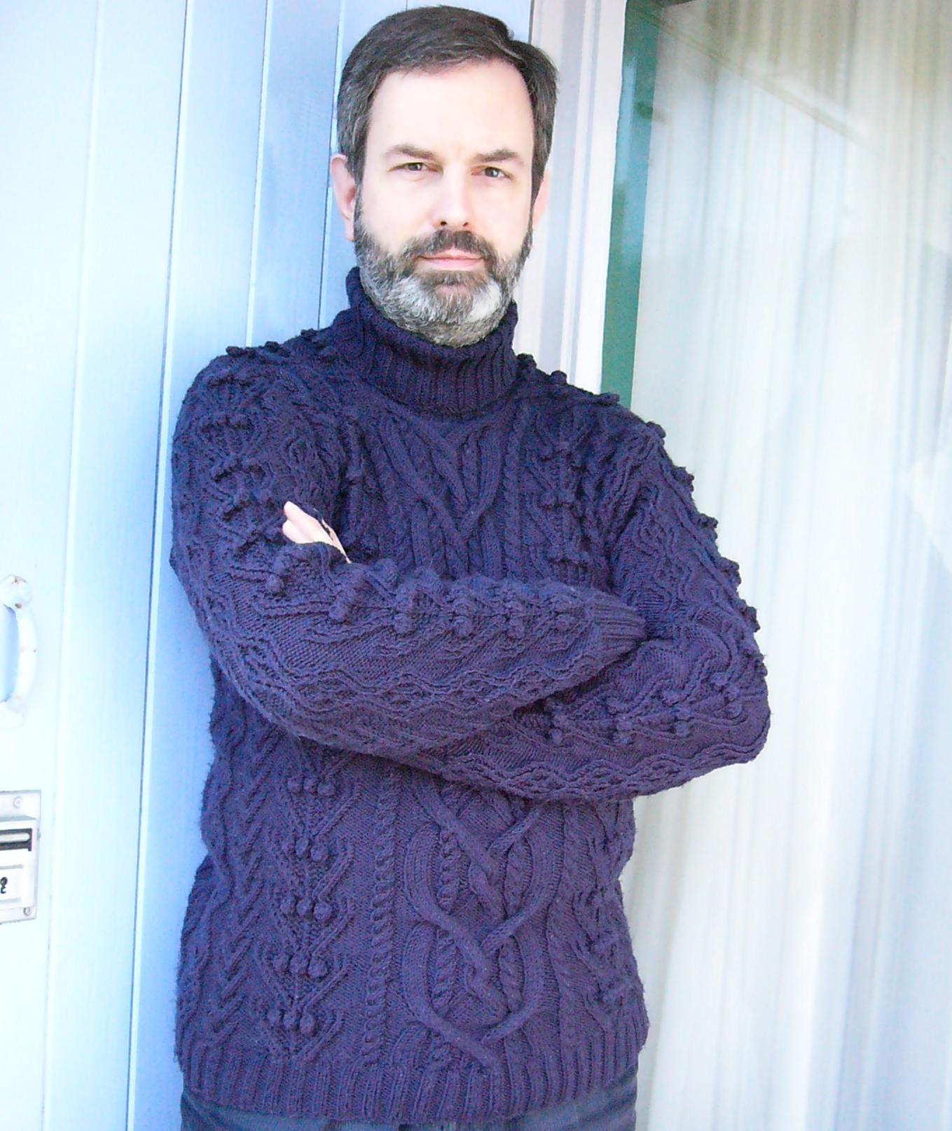 Aran-trui, rondgebreid van donkerblauwe wol van Debbie Bliss