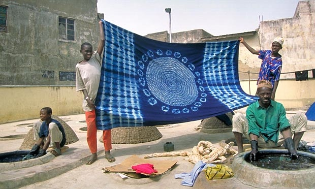 Indigo - Kofar Mata verfputten in Kano Noord-Nigeria - foto The Guardian
