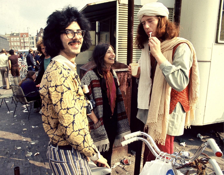 Het Tijdelijke Modemuseum - Waterlooplein 1974 - foto Berry Stokvis Hollandse Hoogte