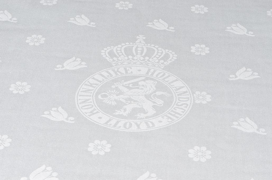 Textielmuseum - tafellaken Koninklijke Hollandsche Lloyd 1929 - damastgeweven linnen - foto Joep Vogels