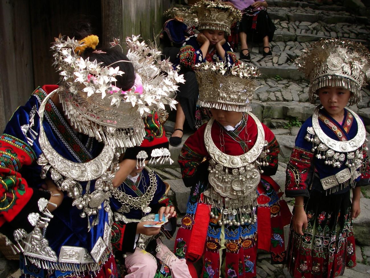 Zilveren hoofdtooi van de Miao in de provincie Guizhou, China.