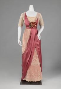 Japon met strompelrok, Antoinetta Francisca Helena Mulder, circa 1911 - 1912.