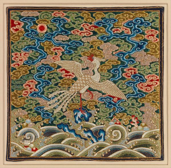 Rangaanduiding uit de Ching-dynasty, zijde, parels en metaaldraad op zijde geborduurd.