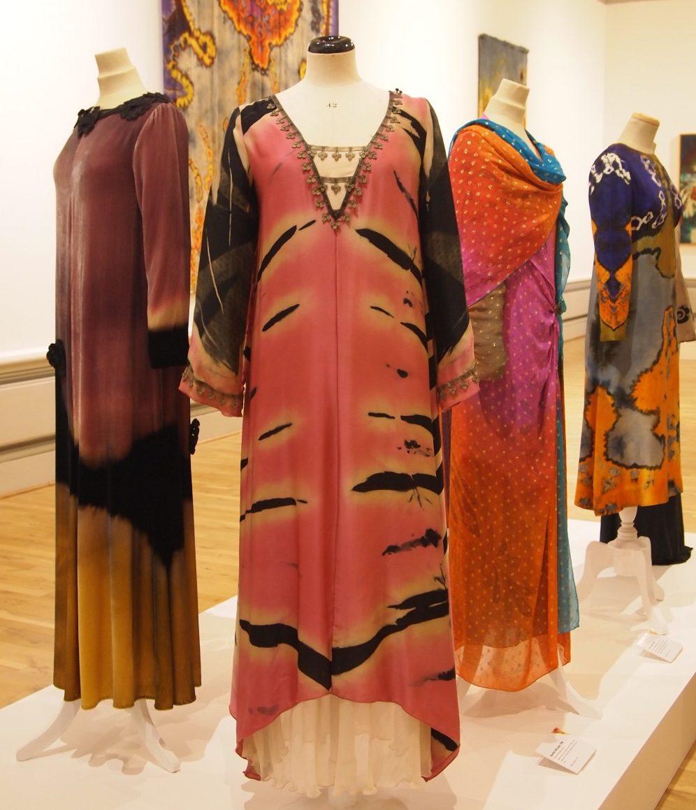 Een collectie mode-ontwerpen van Marian Clayden.