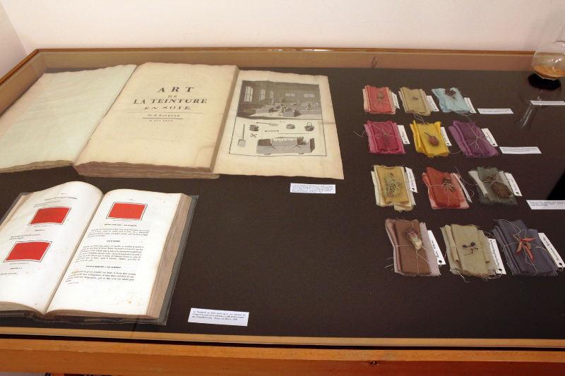 Boeken met oude recepten voor kleurstoffen.