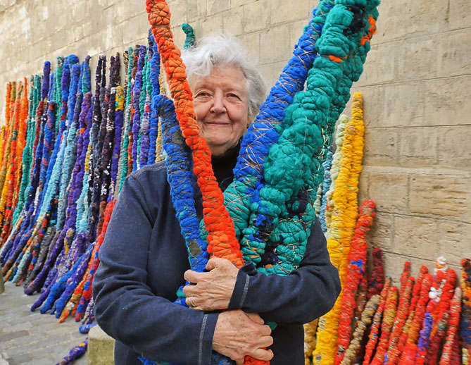Sheila Hicks - 'The Treaty of Chromatic Zones', Parijs - foto Christobal Zanartu.