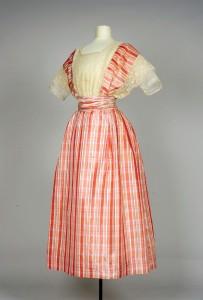 Zijden jurk, circa 1900 - 1910.