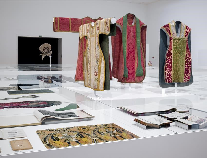 Textiel en textielboeken uit de collectie van Seth Siegelaub - foto Gert-Jan van Rooij.