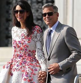 De trouwjurk van Amal Clooney-Alamuddin met borduurwerk uit St. Gallen.