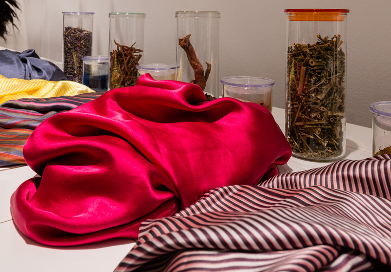 Bauhaus - Textiel en hun gebruikte kleurstoffen.