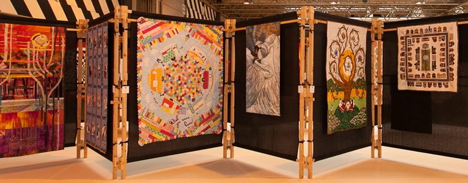 Inzendingen voor de quiltwedstrijd.