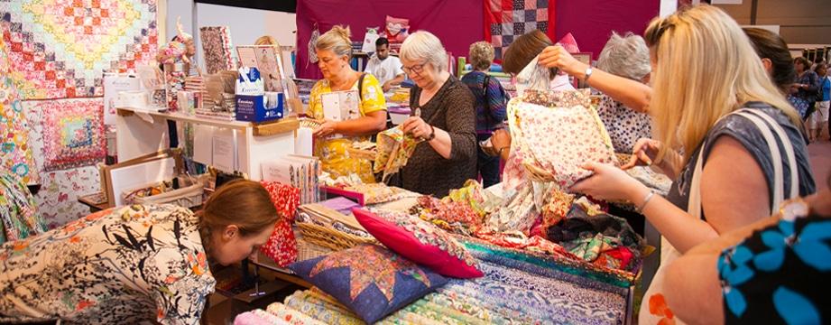 Op het beursgedeelte van het Festival of Quilts vindt u ruim 300 stands.