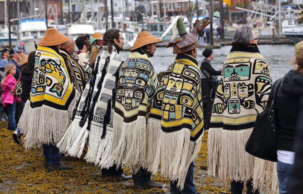Ook tegenwoordig worden Chilkats nog gedragen, zoals hier in Wrangell, Alaska.