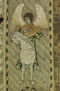 De Steeple-Aston-koorkap, 1310-1340, detail van een engel te paard met een luit, de oudste bestaande afbeelding van dit instrument - Victoria & Albert Museum, London.