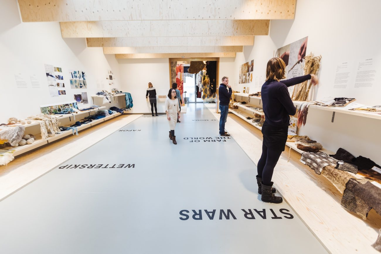 Overzicht van de tentoonstelling van Claudy Jongstra - foto Hans Jellema.