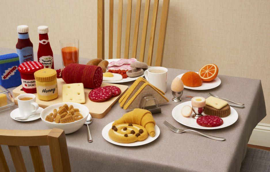 Installatie Breakfast Buffet voor de tentoonsteliing Wool BB, Jessica Dance - foto David Sykes.