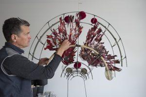 Maarten van Kalsbeek in zijn atelier.