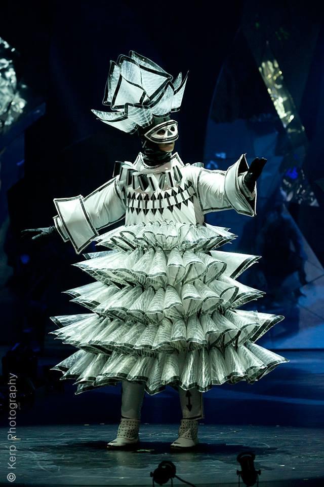 Kostuum Colorless Rythm van Tiel Janssen.