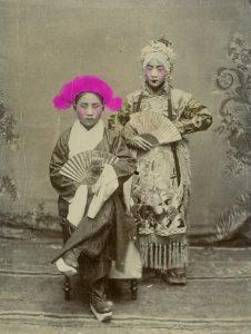 Chinese operakostuums - Acteurs uit de Peking opera, circa 1890.