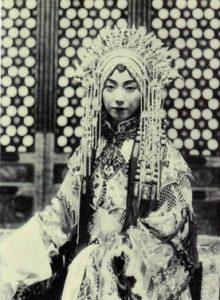 De actrice Mei Lan-Fang in de opera De Bandietengeneraal, begin 1900.