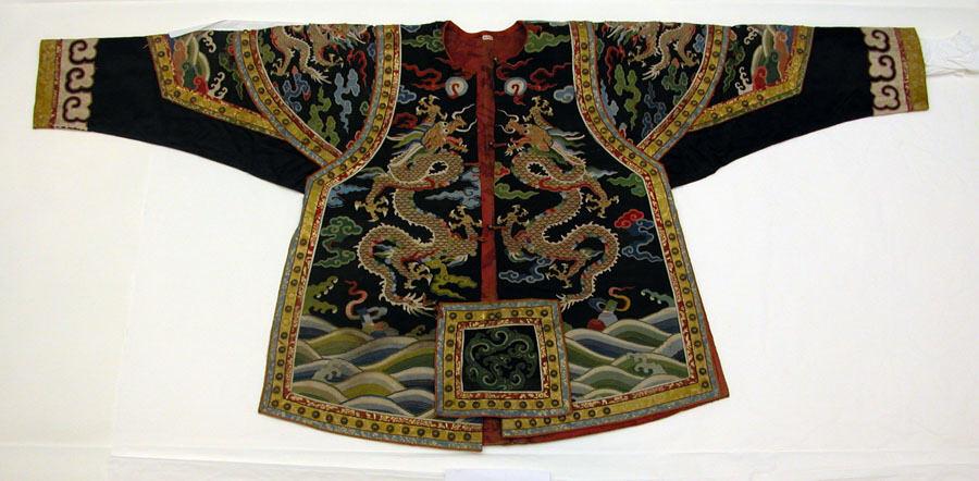 Militair theaterkostuum met draken, zijde- en metaaldraad-tapisserie, 18de eeuw.