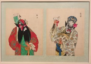 Tekening van Chinese operakostuums met de opvallende gezichtsopmaak.