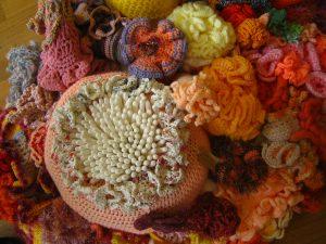 Detail van een gehaakt stukje koraalrif.