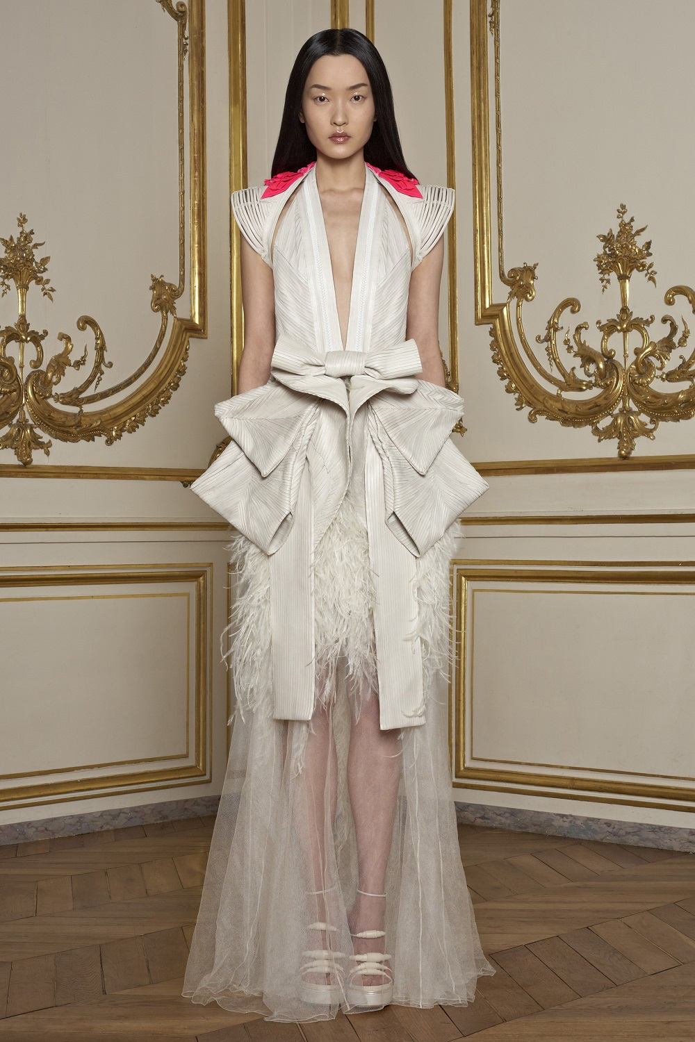 Givenchy haute couture door Riccardo Tisci, lente/zomer 2011 - foto Willy Vanderperre.