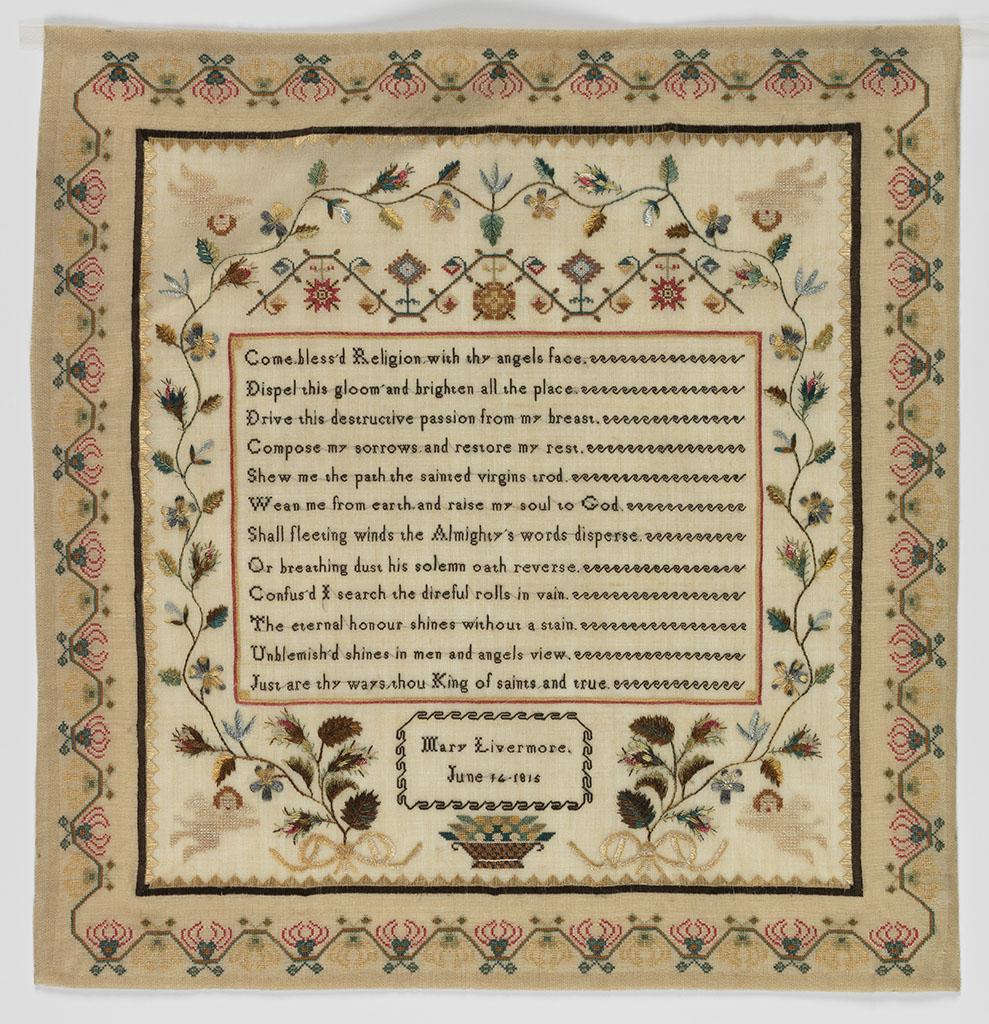 Merklap met fraaie rand uit 1815 door Mary Livermore. Katoen, geborduurd met gekleurde zijde, 42 x 45 cm.