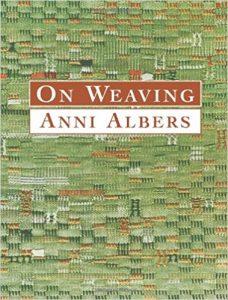 Het boek 'On Weaving' (Dover Craft Books) van Anni Albers.