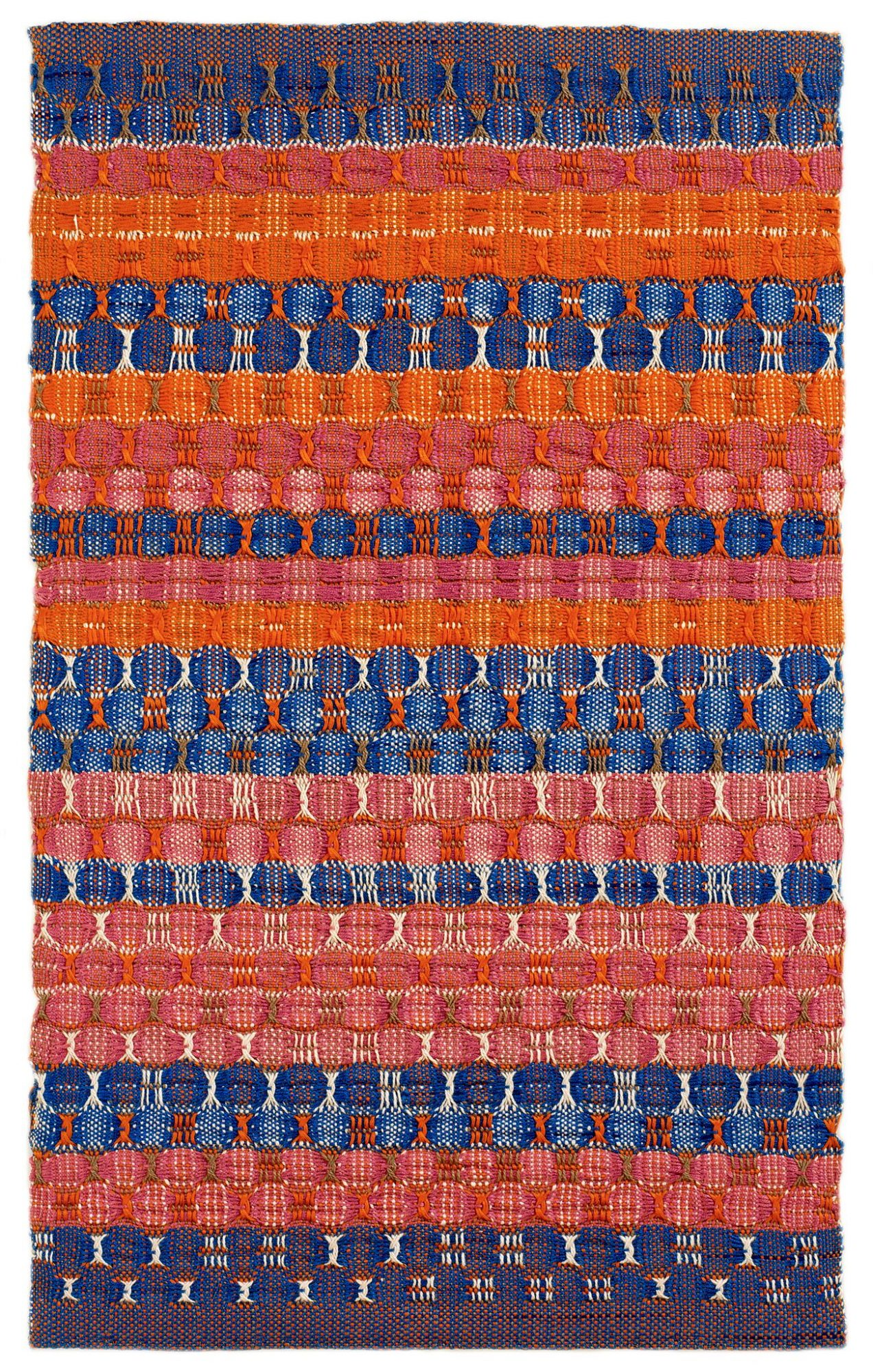Anni Albers, Red and Blue Layers, 1954, katoen, 61,6 x 37,8 cm - foto The Josef and Anni Albers Foundation.