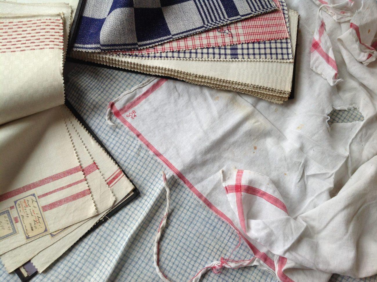 Stalenboeken voor huishoudtextiel met versleten stofdoek van de barones.