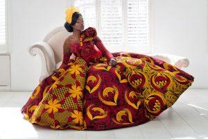 Bruidsjurk, ontwerp van de Nigeriaanse mode-ontwerpster Toju Foyeh - foto Anna Nicholas.