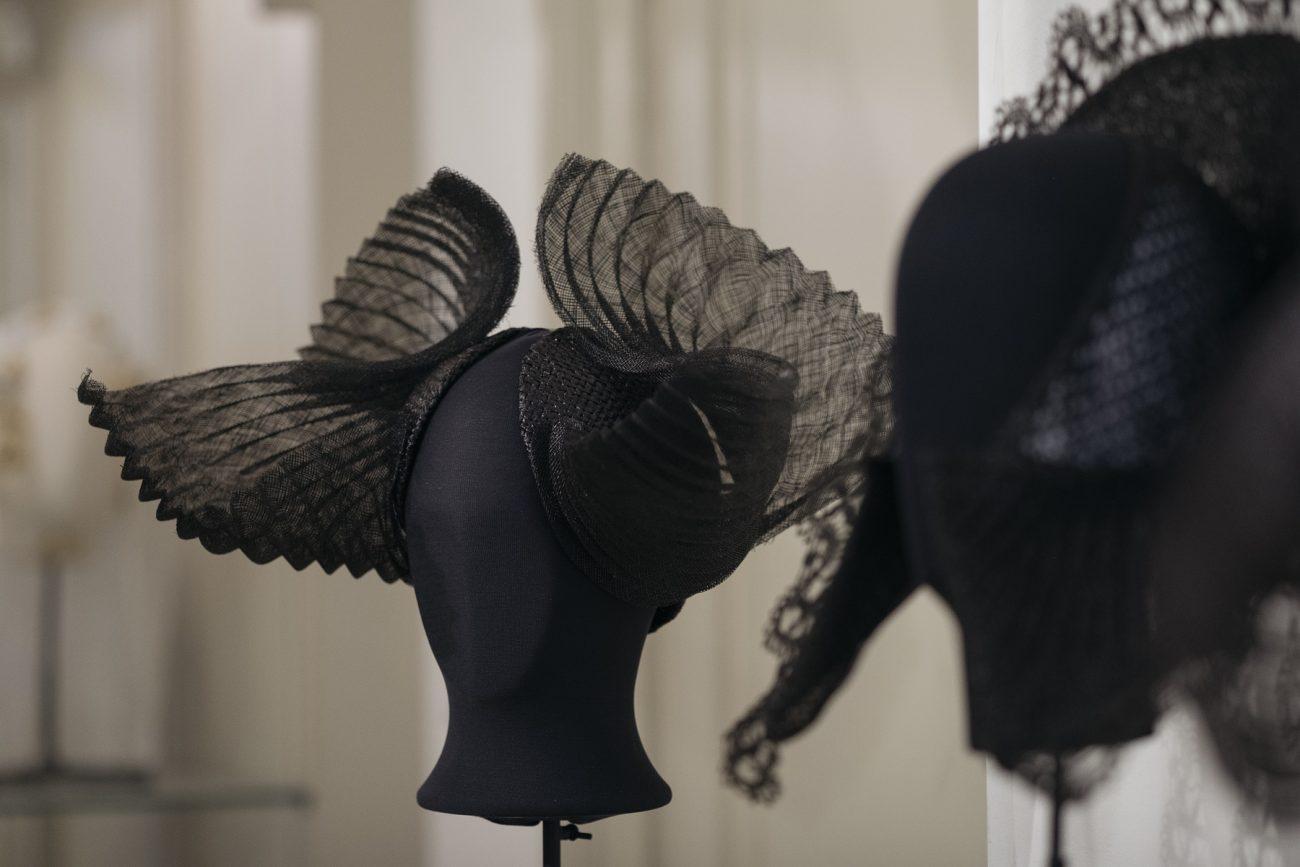 Geherinterpreteerde mutsen van Elizabeth van der Helm - foto Marieke Bosma.