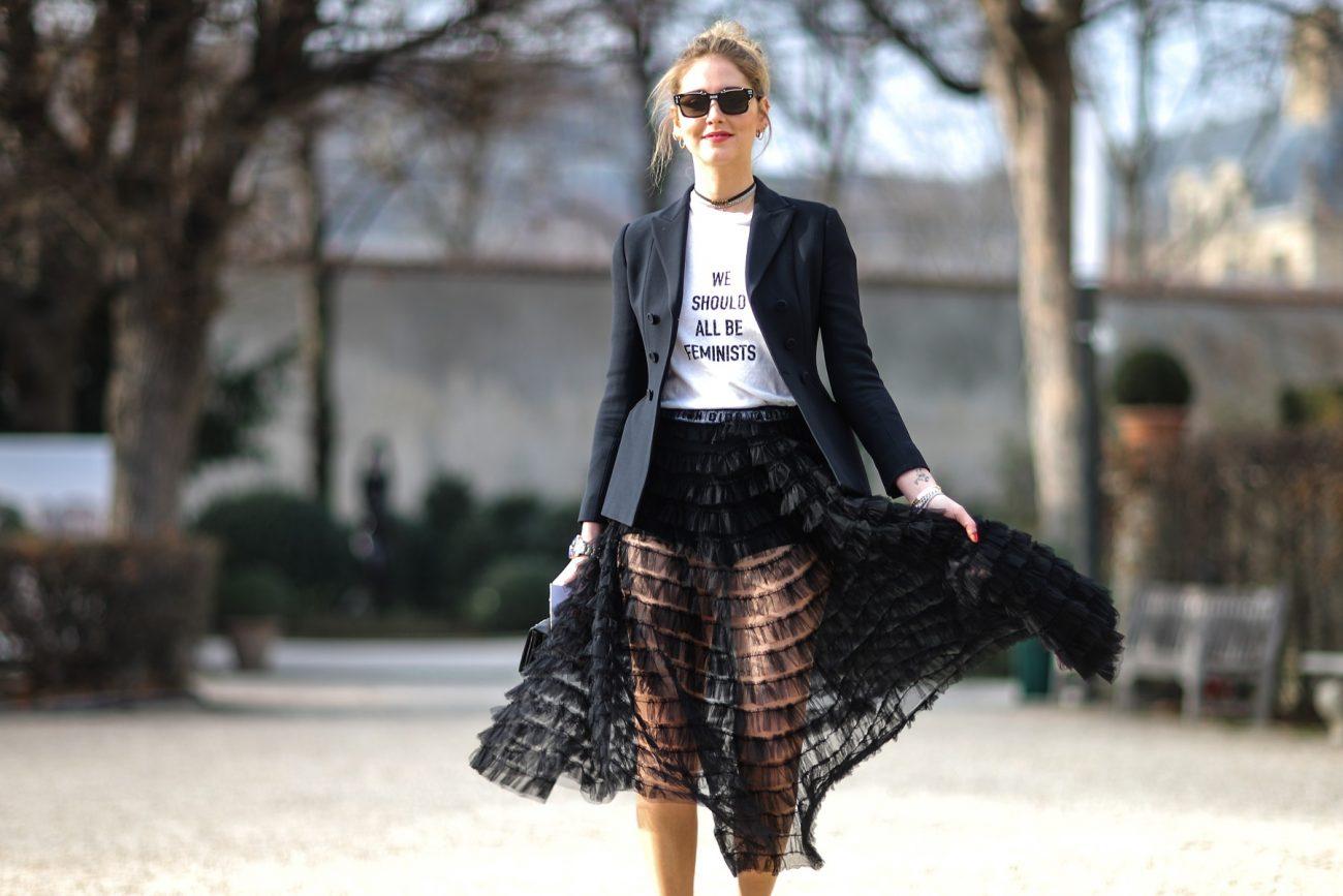 Chiara Ferrangi draagt Dior bij aankomst Dior Haute-Couture show, 2017, Parijs - foto Edward Berthelot.