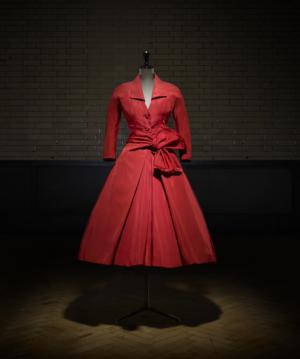 Écarlate middagjurk, herfst-winter 1955 Haute Couture collectie, Y line - foto Laziz Hamani.