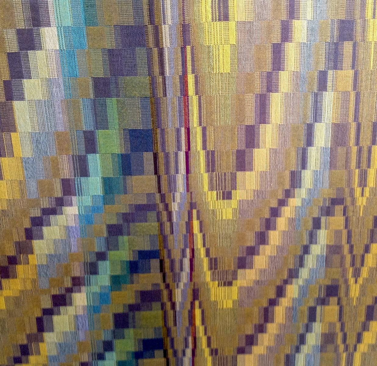 Nel Vervoorn, Bergen en dalen. Het werkstuk is een netwerkdubbelweefsel met 32 schachten geweven, uitgevoerd in veel verschillende kleuren cottolin. De inspiratie komt van een geabstraheerd schilderij.