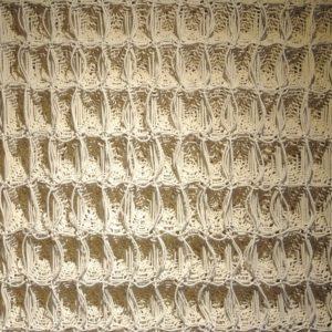 Tonny van den Berg, Wafels. De wafel is behalve een gebakken koek met ruitjes erin ook een weefbinding. Een wafelbinding is een structuurweefsel. De kenmerkende vierkante kuiltjes die ontstaan door het samentrekken van langere ketting- en inslagflotteringen vormen een volumineus, absorberend, elastisch weefsel. In dit werkstuk is de wafelbinding extreem uitvergroot en daarmee uit de context van het gebruiksvoorwerp getrokken.