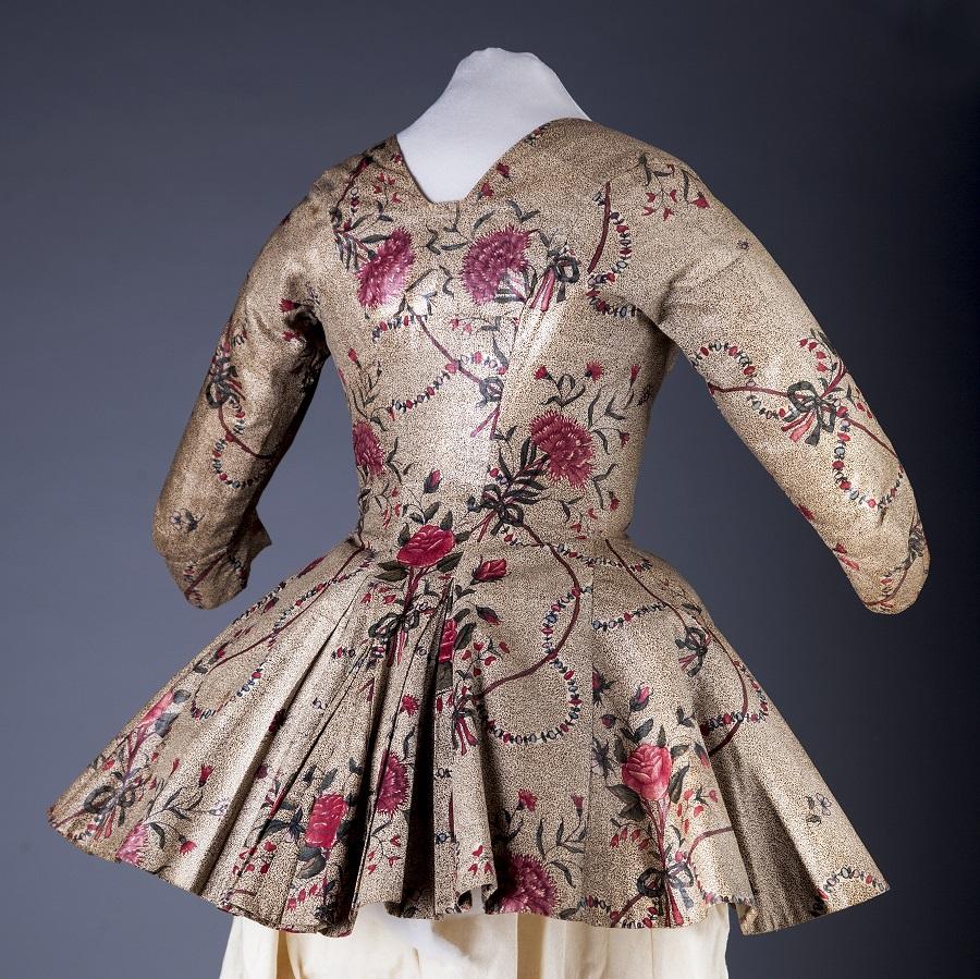 Damesjasje van chintz, circa 1775-1790. Zelfs de glans is nog behouden gebleven - Handwerkwereld