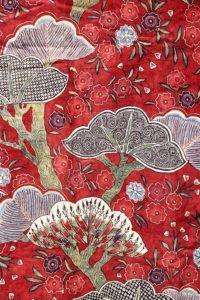 Detail van een kimono met Japans patroon, maar gemaakt in India circa 1700-1725 - Chintz Cotton in Blooms - Handwerkwereld