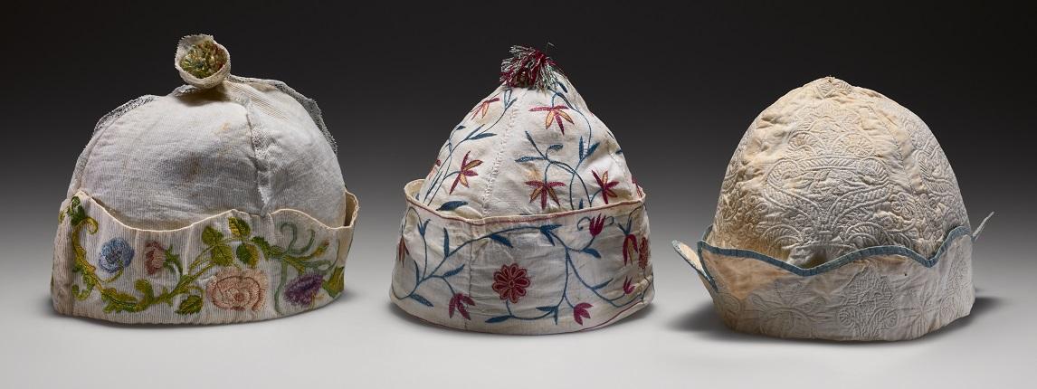 Drie mannenhuismutsen, 18de eeuw, collectie Fries Museum. foto Erik & Petra Hesmerg - Haute Bordure - Handwerkwereld