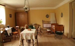 Een kamer in het openluchtmuseum Wdzydze Kiszewskie - Handwerkwereld
