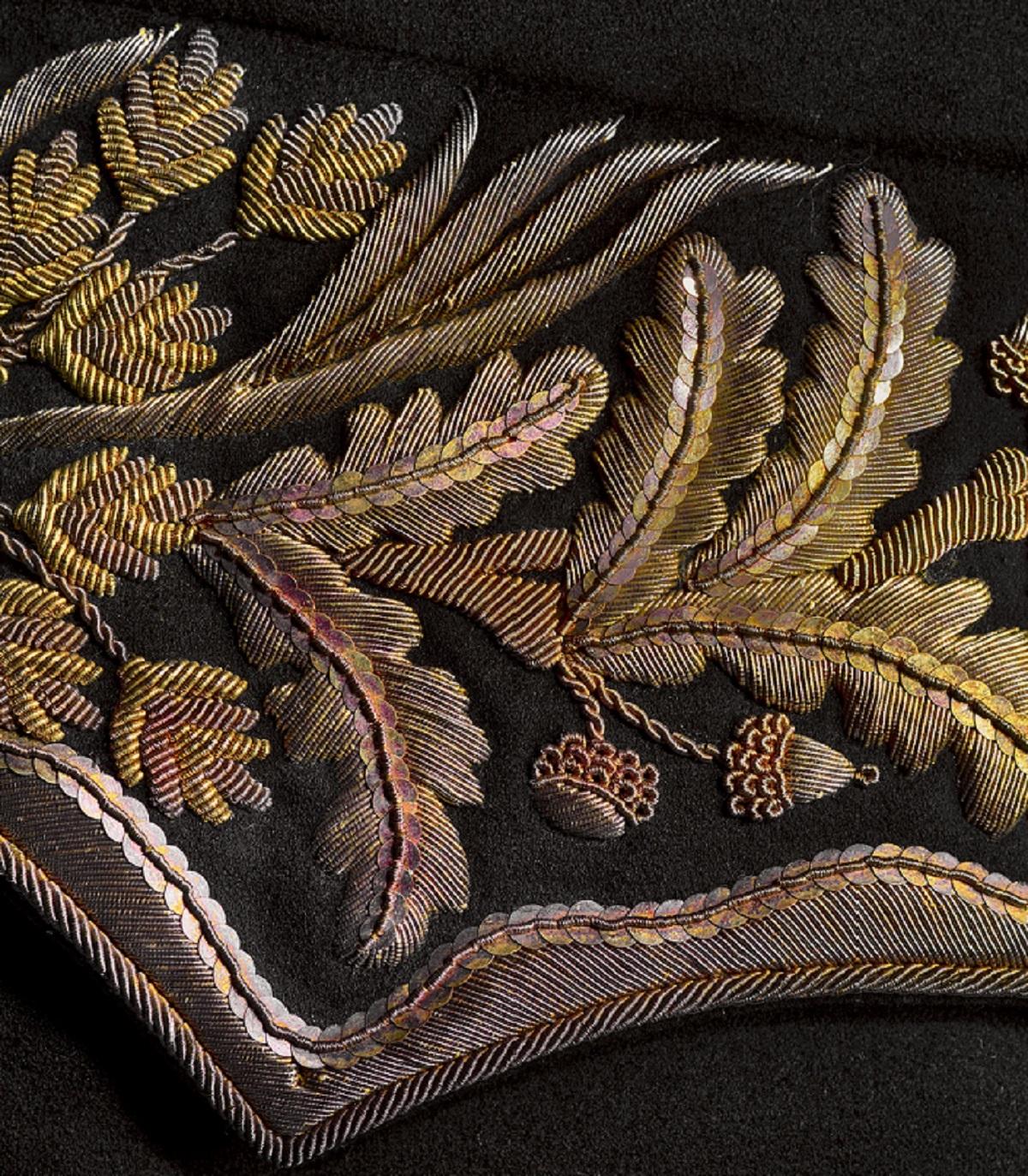 Jas van ambtskostuum van Ridderschap van de provincie Friesland, 1826-1849, collectie Fries Museum - foto Erik & Petra Hesmerg - Haute Bordure - Handwerkwereld