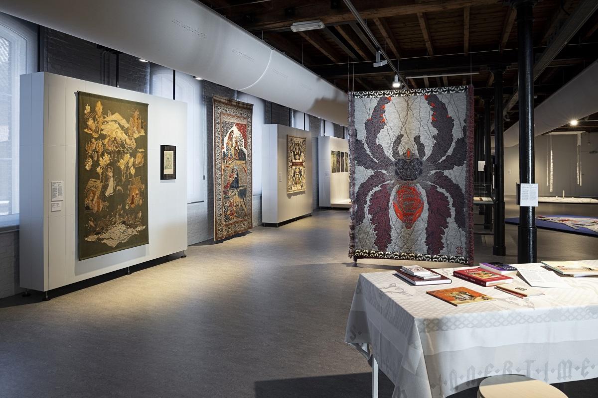 Rode draden - overzicht tentoonstelling - Handwerkwereld