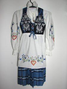 Traditionele kleding uit Kasjoebië, versierd met borduurwerk - Handwerkwereld