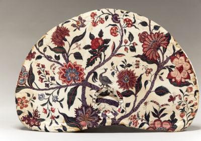 Zonnehoed met sitsen voering, geknipt uit een grote palempore met een bloeiende boom. India circa 1730 - Handwerkwereld