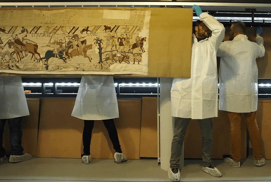 De Tapisserie de Bayeux is uit de vitrine gehaald om de mogelijkheden van restauratie te onderzoeken - Handwerkwereld